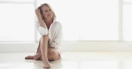 Une peau merveilleuse et éclatante de santé pendant la ménopause :  3 produits essentiels à mettre dans votre trousse
