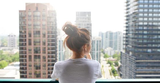 Exposition quotidienne: comment la vie en ville peut affecter votre peau sensible ?