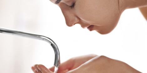L'eau calcaire du robinet est-elle adaptée à votre peau sensible ?