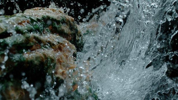 De la source à votre peau : l'Eau Thermale de Vichy, une histoire de minéraux