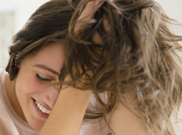Chute des cheveux et perte de masse capillaire : quelle est la différence ?