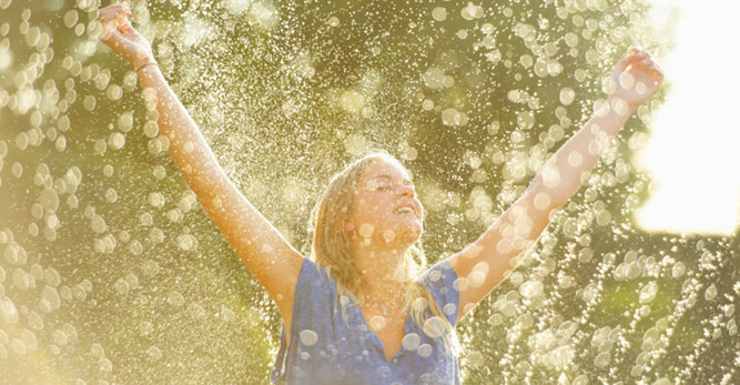 L'Importance de l'eau dans la lutte contre le vieillissement de la peau