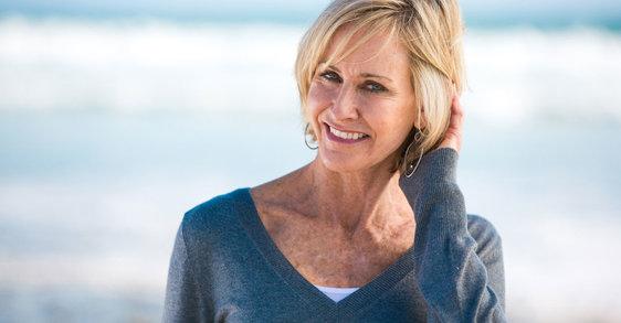 Prévenir l'apparition de cheveux plus fins pendant la ménopause