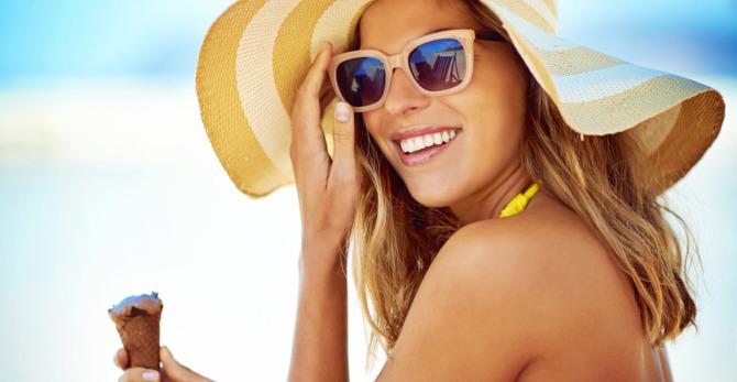Prendre soin de votre peau par une chaude journée ensoleillée
