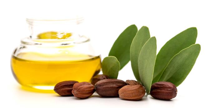 L'huile de jojoba peut aider la peau de ces 3 manières