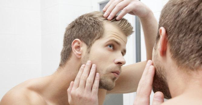 Cheveux au masculin : les solutions quand on en a peu !