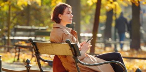 Chute de cheveux en automne : Pourquoi et comment y remédier ?