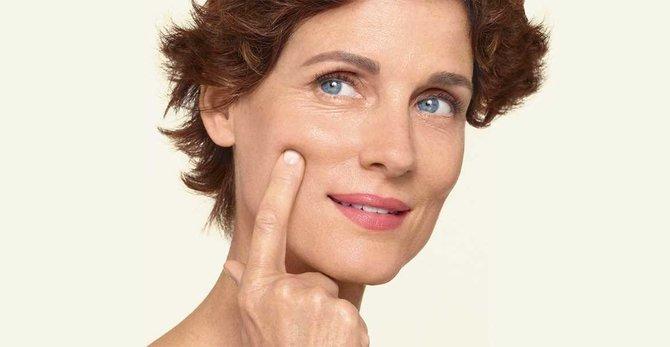 Comment aider ma peau pendant la ménopause ? Les meilleurs conseils pour trouver une crème visage adaptée.