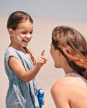 Apprenez aux enfants l'importance de la protection solaire