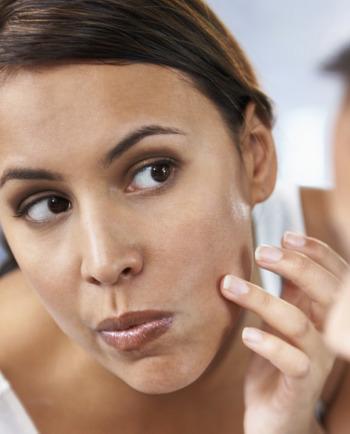 points noirs sur le visage : comment agir vite et bien ?