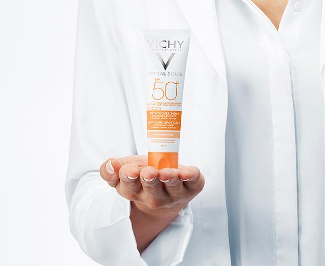 Getinte 3-in-1 verzorging tegen pigmentvlekken SPF 50+