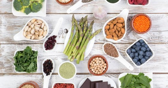Wat zijn polyfenolen en hoe helpen ze tegen huidveroudering?