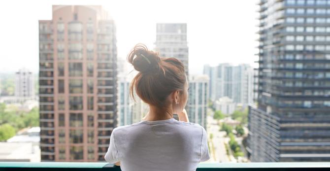 Hoe het leven in de stad uw gevoelige huid kan beïnvloeden.