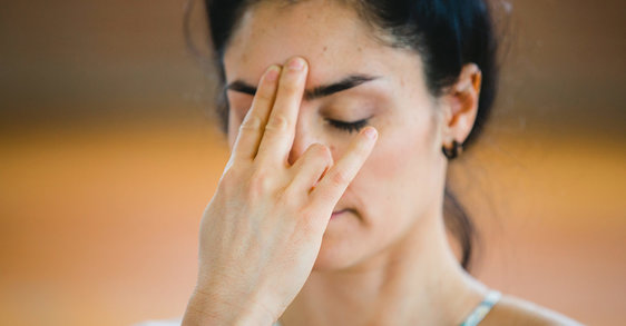 Geef uw huid een boost met een gezichtsmassage