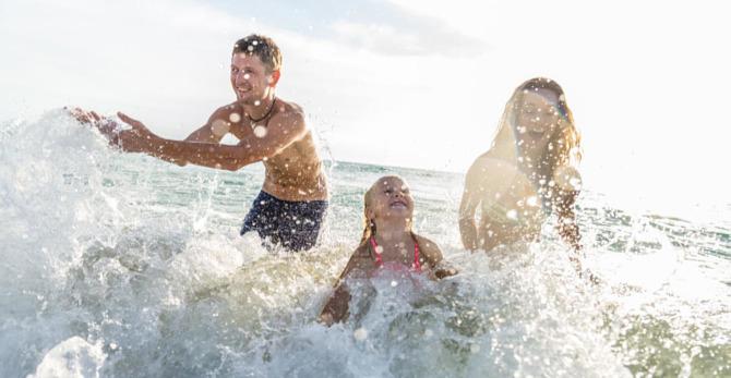Goed insmeren, de beste manier om uw huid te beschermen op het strand