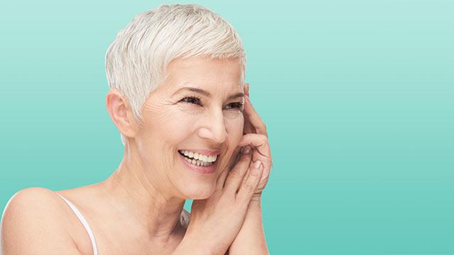 HUB_CONTENT_DHSC_FAQ_Vrouw in menopauze. Hormoonveranderingen kunnen dan haaruitval veroorzaken. - Vichy.jpg