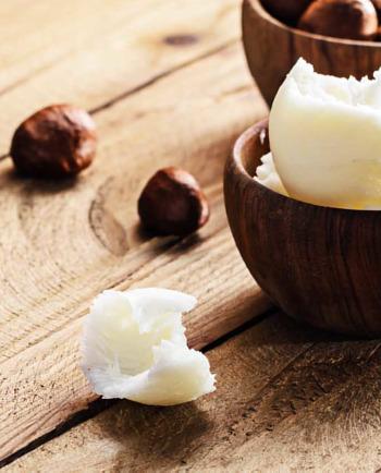 Hoe je de droge, gevoelige huid kunt verzachten met shea boter