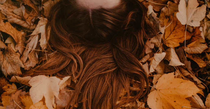 Haaruitval in de herfst: Waarom en wat kan je eraan doen?