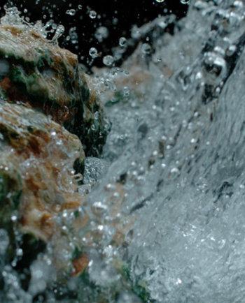 Van de bron tot op uw huid: Mineraliserend Thermaal Water van Vichy, een verhaal van mineralen