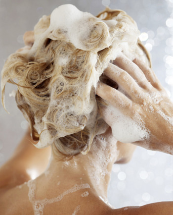 Dunner wordend haar? Minder volume? Ontdek welke shampoo helpt.