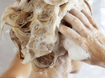 Dunner wordend haar, minder volume:  Wat is de juiste shampoo tegen haaruitval?