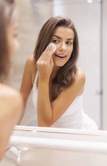 De dagelijkse gezichtsverzorging