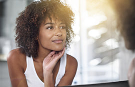 Peaux noires: comment soigner un bouton d'acné?